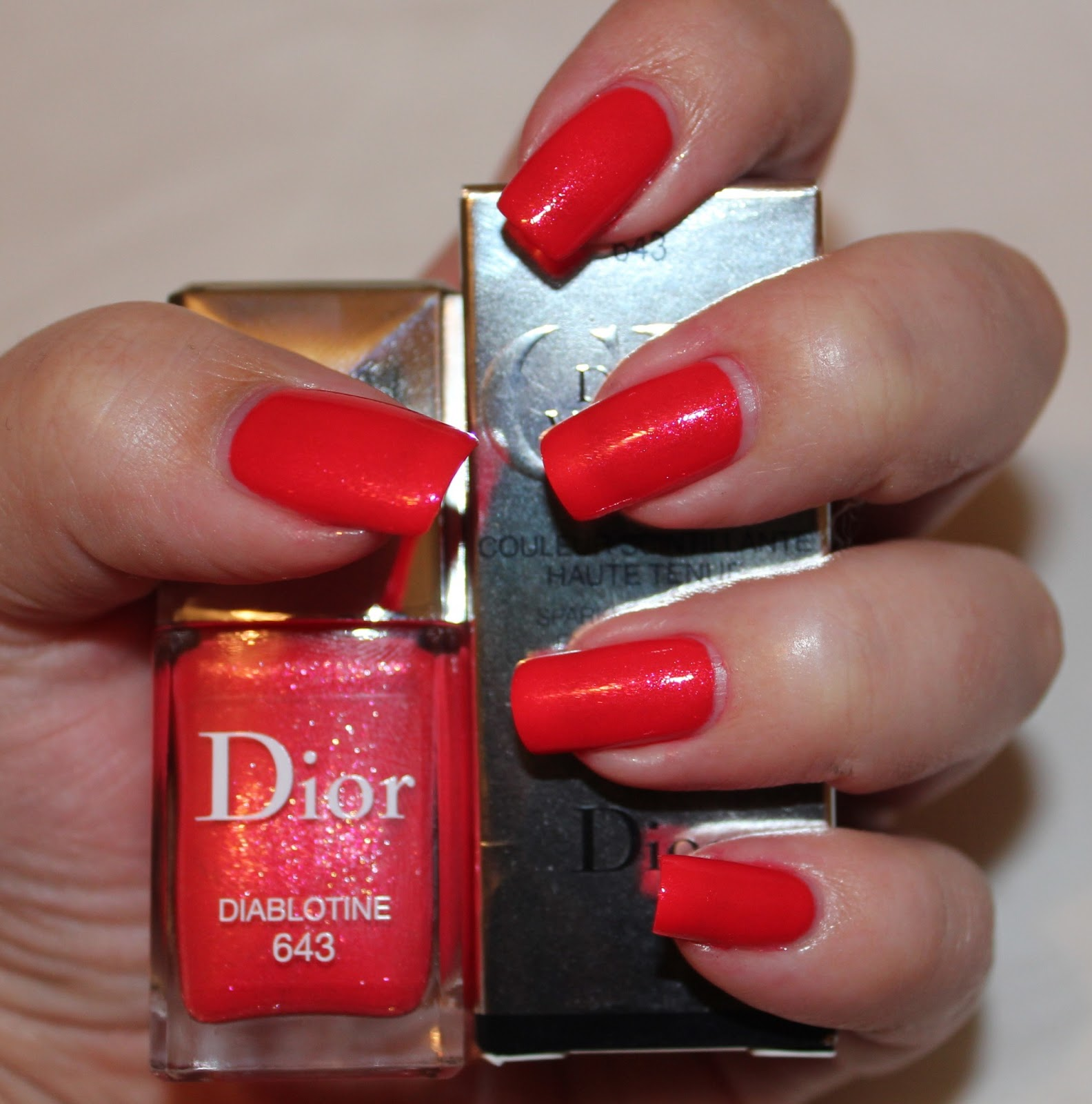 Dior Addict Gloss 643 Diablotine,dior,vernis,diablotine,dior addict gloss, dior addict gloss collection swatches,dior swatch,red,red nails,dior nails,