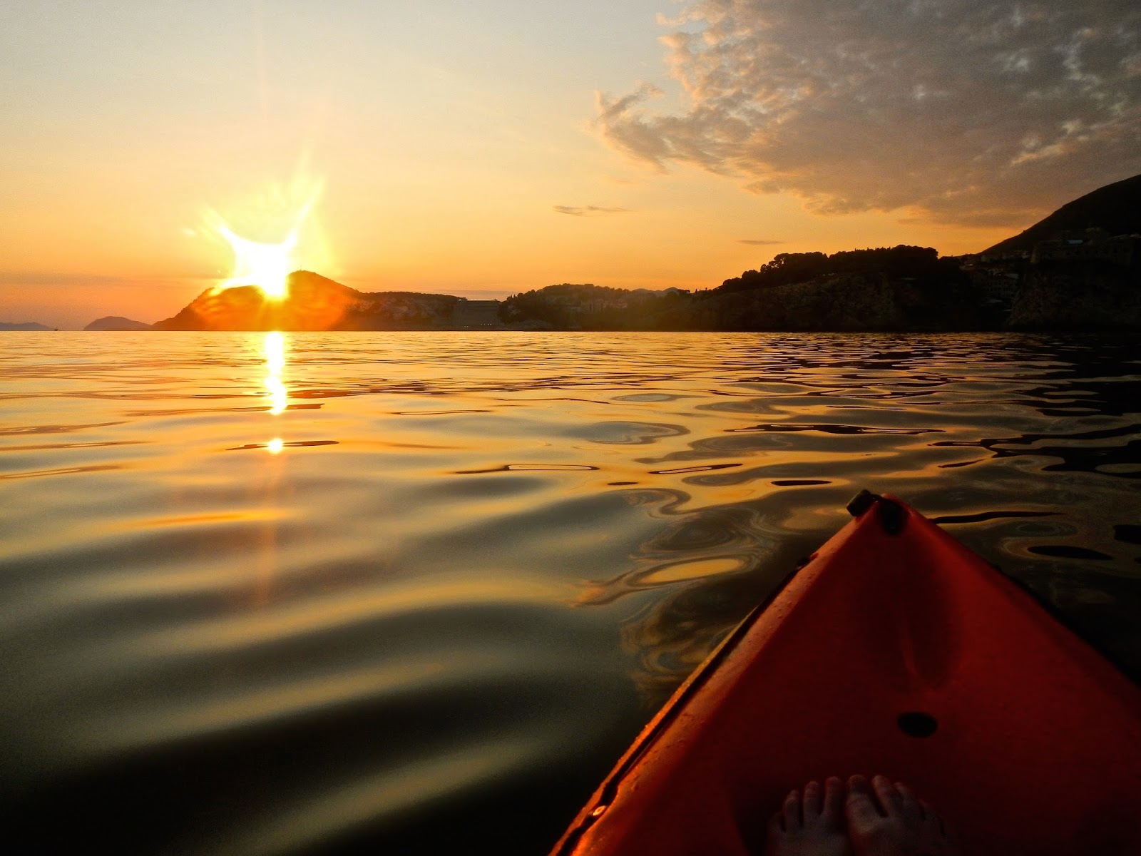 5 things to do in Dubrovnik : Sunset Kayak to Lokrum Island