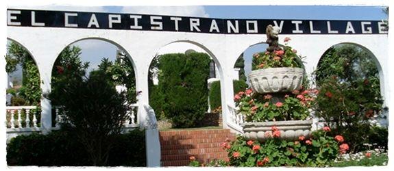Entrada de la urbanización El Capistrano Village, Nerja - Nicosol, SL.