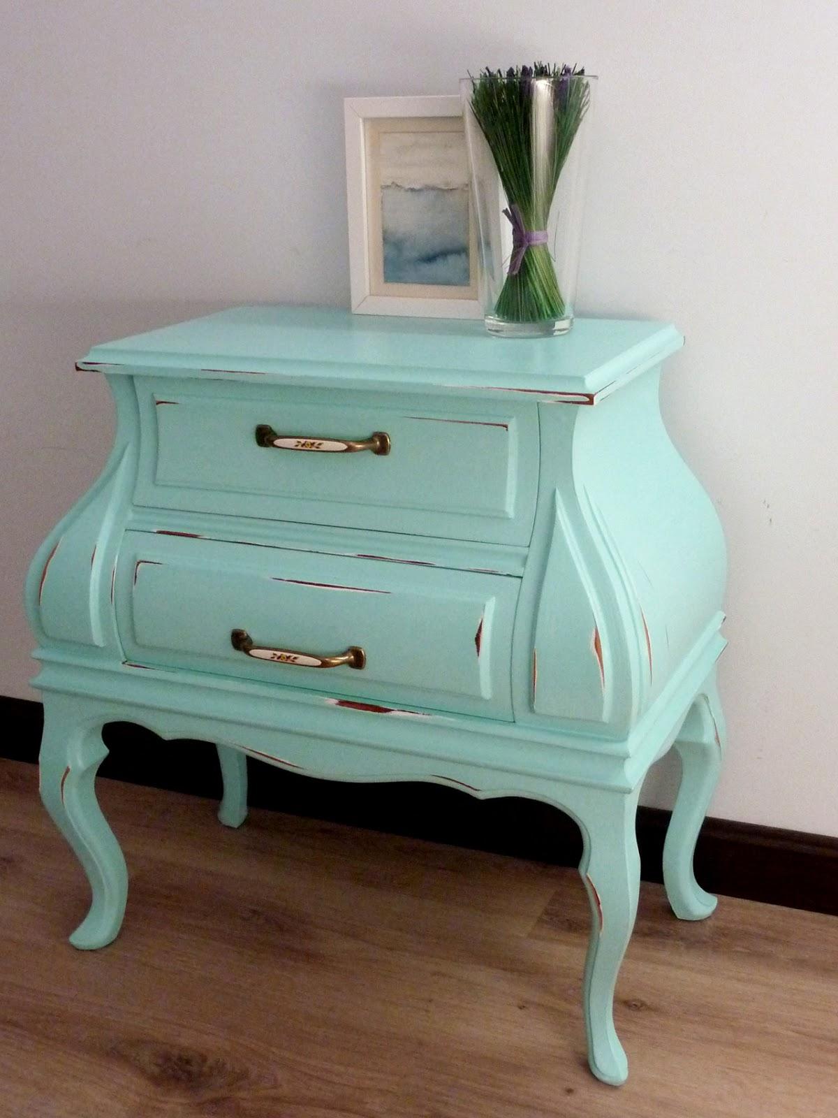 Telas cajas y tinajas mesita vintage for Pintar muebles estilo vintage