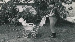 o experimento social dinamarquês que separou crianças esquimós de