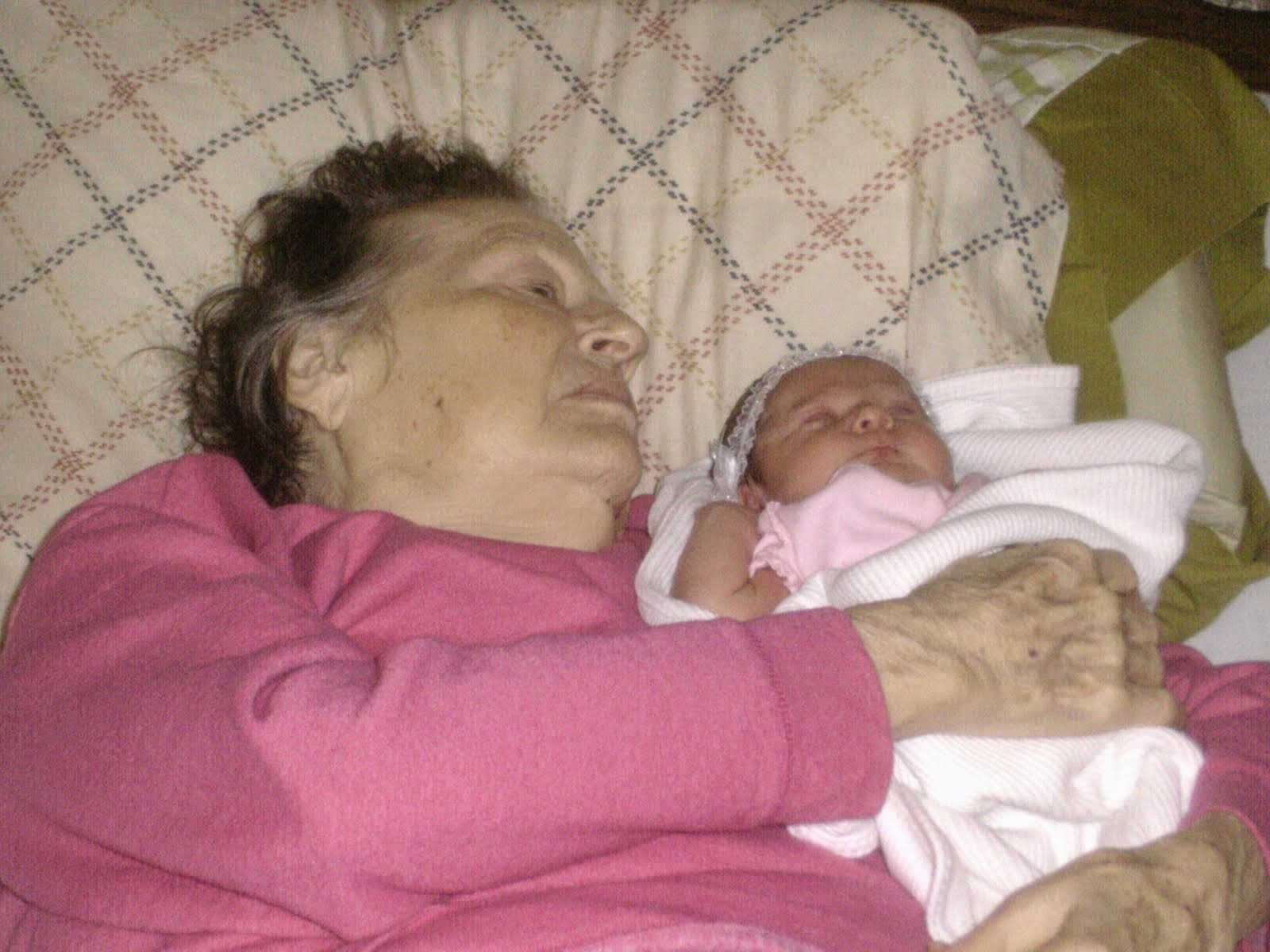 Mama meets new great grand daughter Oriana