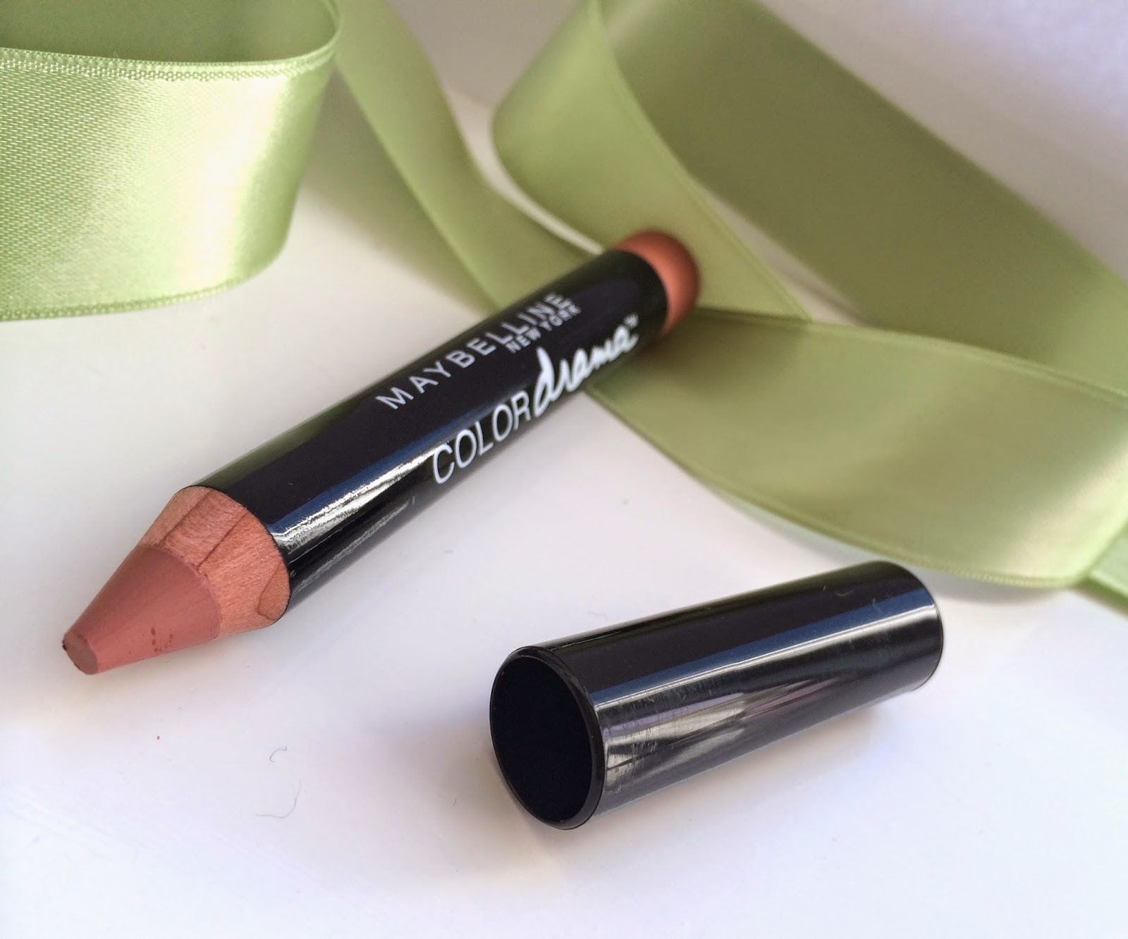 maybelline-color-drama-lipstick-nude-perfection
