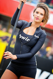 Beautiful Umbrella Girl 13