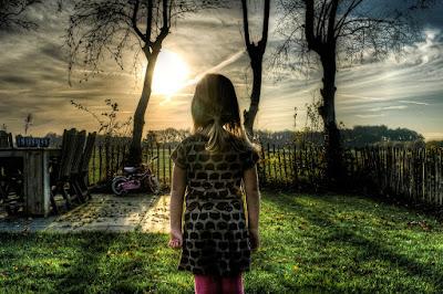 novella, család, emlékezés, gyermekkor, fiúk és lányok, gyerekkori játékok