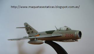avión en miniatura Italeri Mig-17 F Fresco C