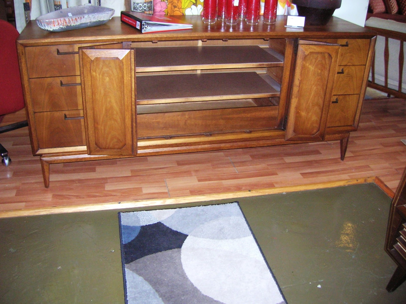 Mad for mid century broyhill premier facet furniture for Mid century furniture online
