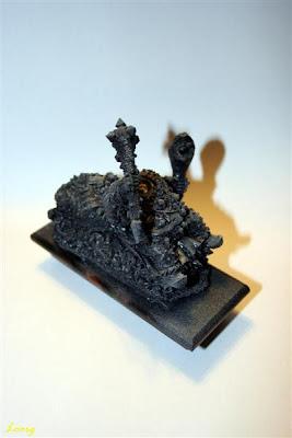 Imprimación negra y blanca sobre la figura de Grasientus Dientetoro