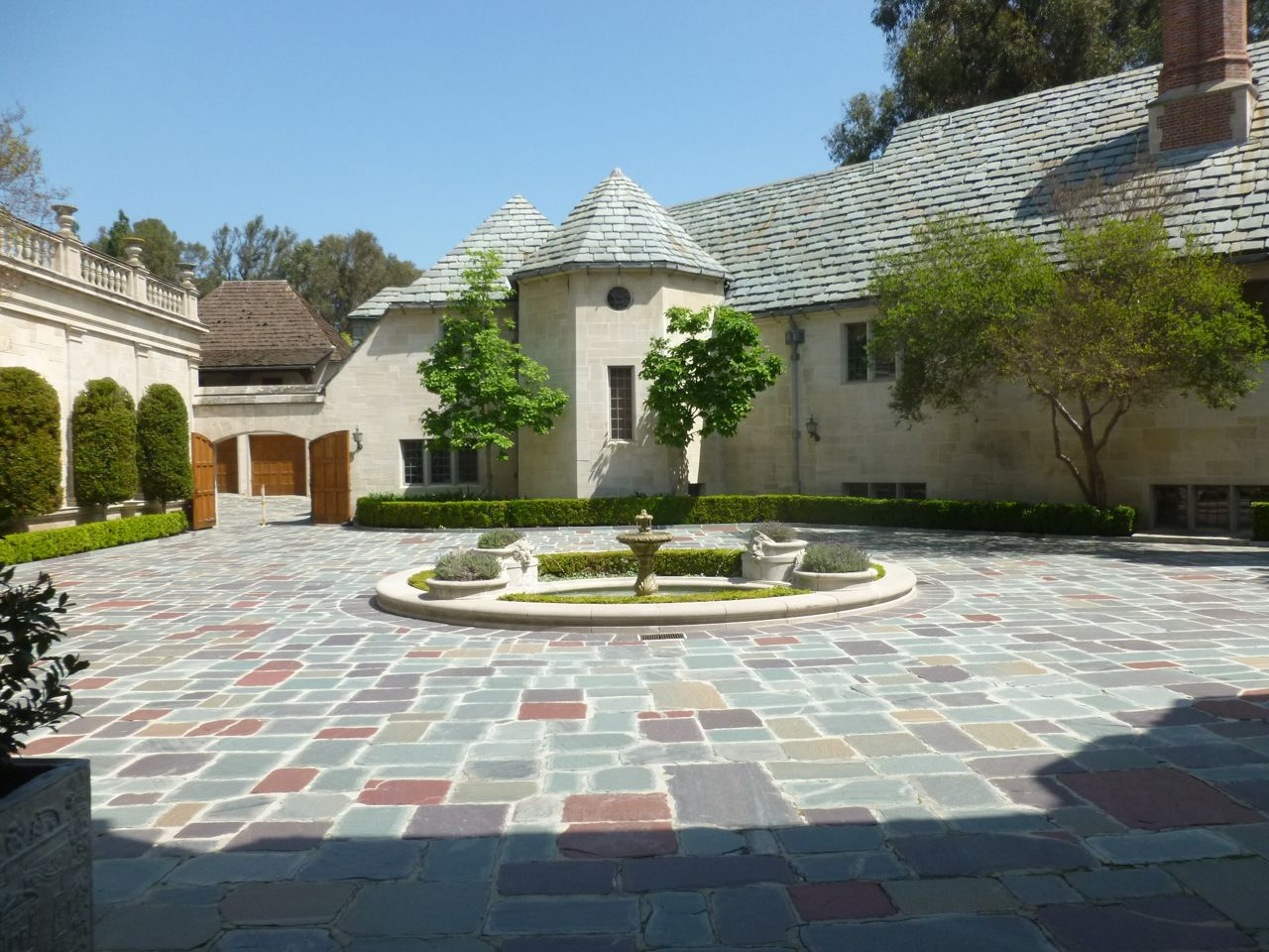 Experiencing los angeles greystone mansion beverly hills for Vacation mansions