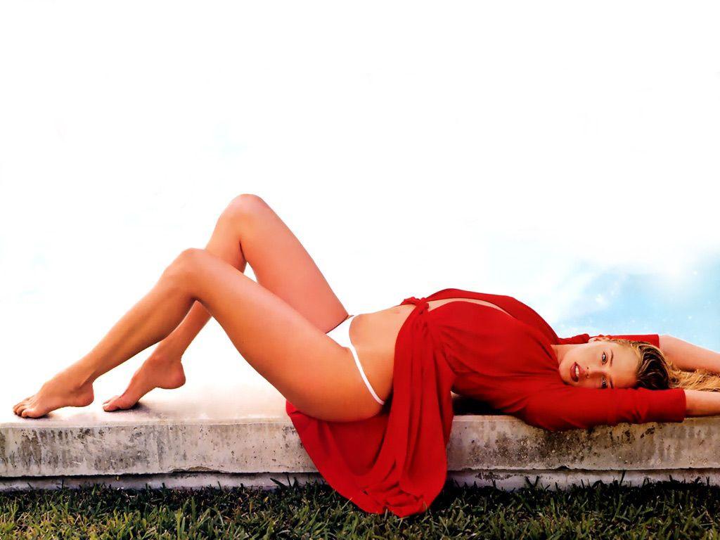 http://4.bp.blogspot.com/-bVznQBlZT38/Tlp9rwwGApI/AAAAAAAAAUs/AbBadKRluxY/s1600/Estella-Warren-in-hot-bikini-2.JPG