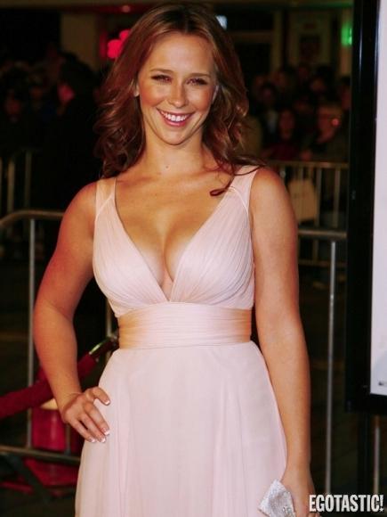 Jennifer Love Hewitt Boobs is Getting Bigger !