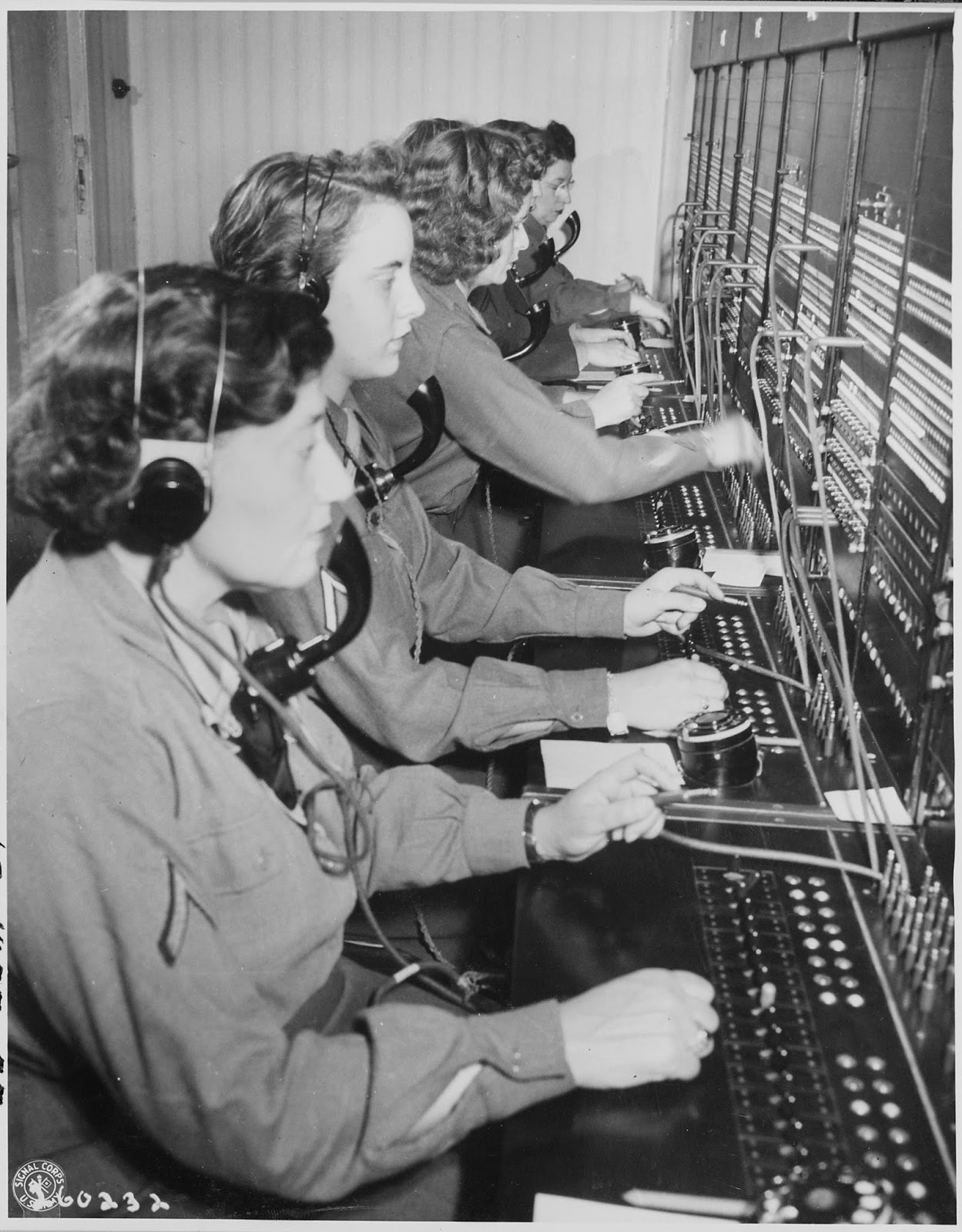 vintage everyday 28 amazing vintage photographs that capture wac telephone operators operate the victory switchboard during the potsdam conference in their headquarters in babelsburg 17 1945