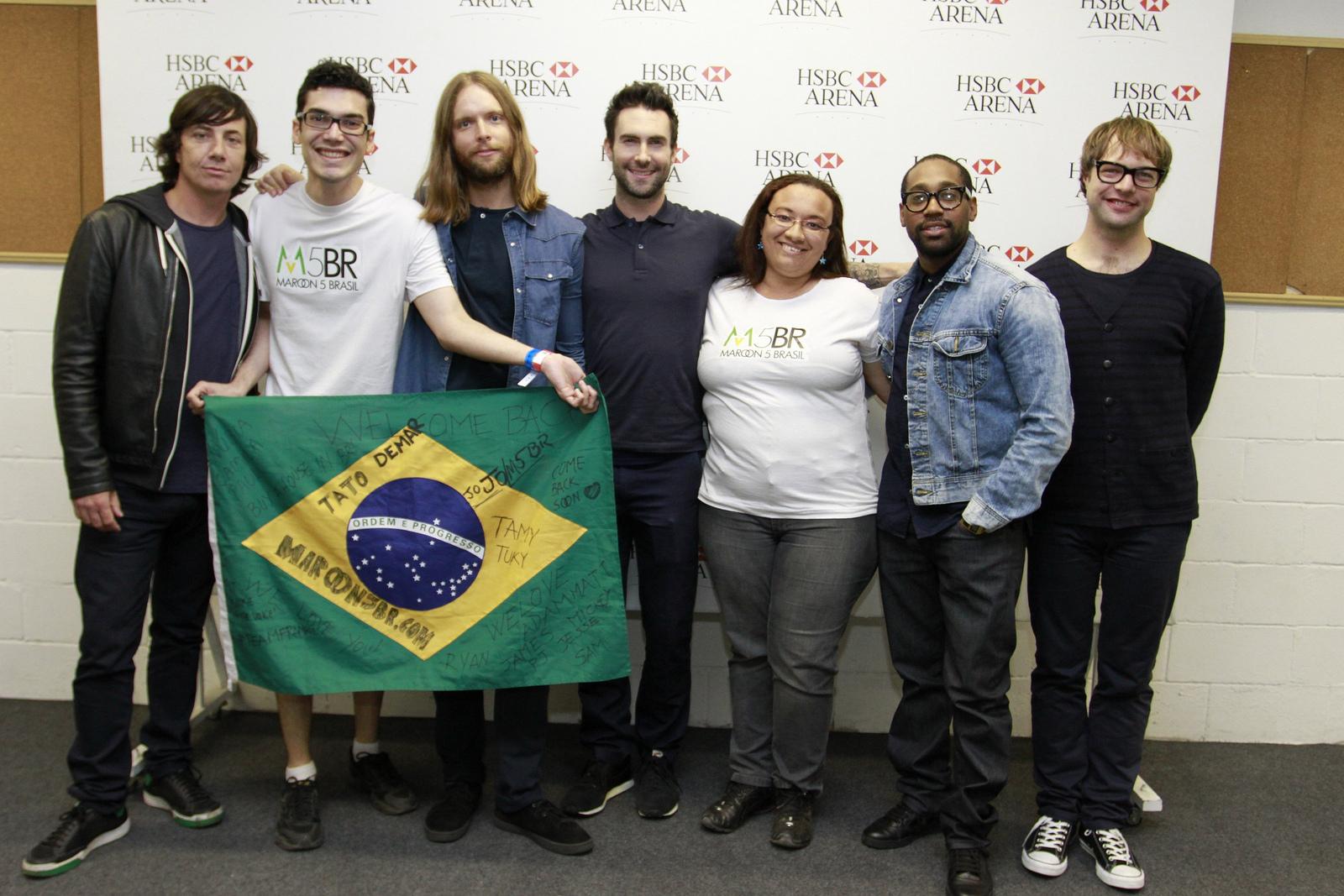 Maroon 5 mexico maroon 5 rio de janeiro brasil este fue el primer show en el que el grupo keane abre a maroon 5 al final de su presentacin maroon 5 sali al escenario uniformados de azul y el setlist m4hsunfo