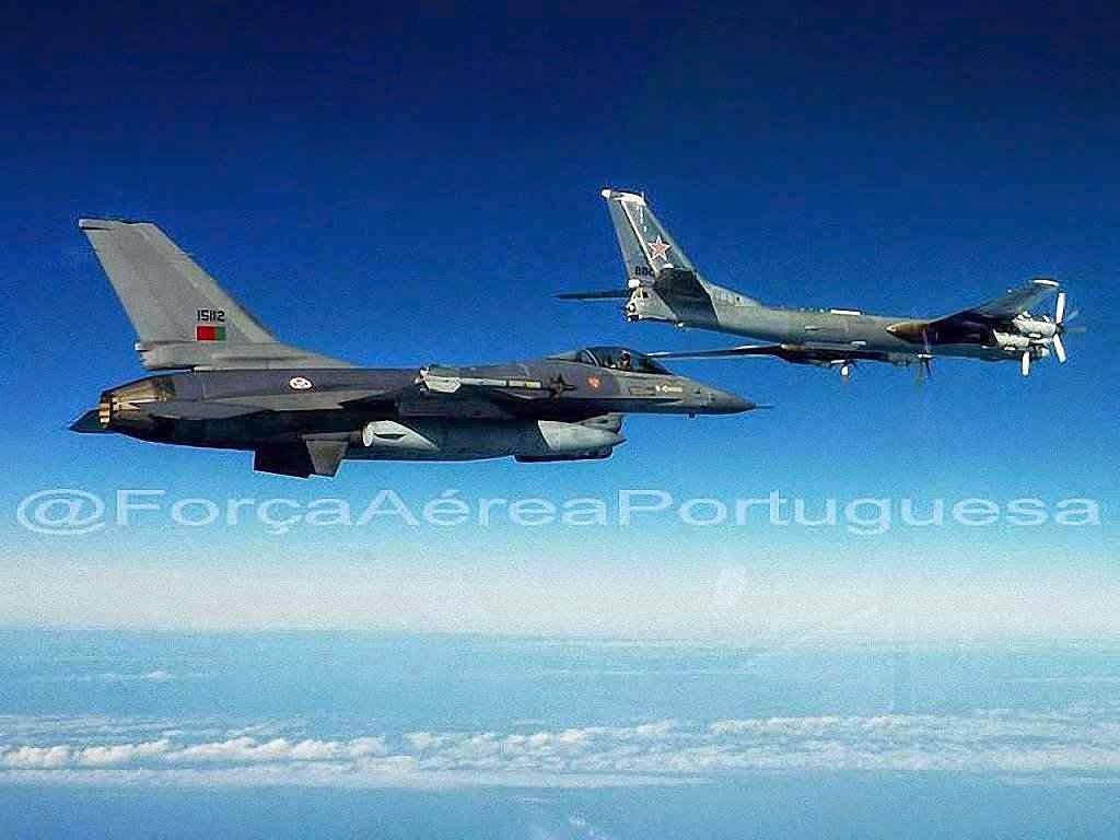 F16 português intercepta Tu-95