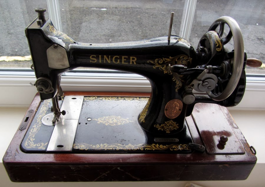 1918 Singer sewing maching