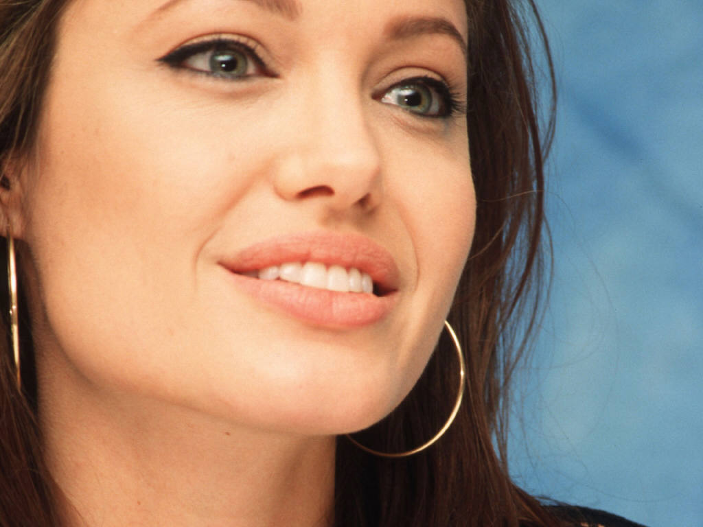 angelina jolie lips