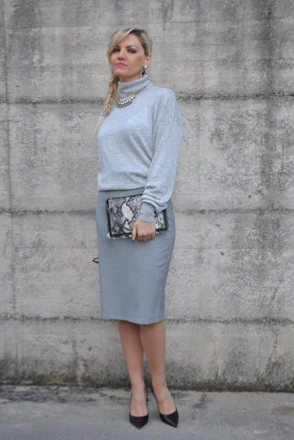 outfit grigio come abbinare il grigio abbinamenti grigio how to wear grey how to combine grey how to match grey blonde girl blonde hair blondie outfit casual invernali outfit da giorno invernale outfit gennaio 2016 january  outfit january 2016 outfits casual winter outfit mariafelicia magno fashion blogger colorblock by felym fashion blog italiani fashion blogger italiane blog di moda blogger italiane di moda fashion blogger bergamo fashion blogger milano fashion bloggers italy italian fashion bloggers influencer italiane italian influencer