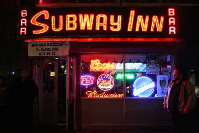 El legendario bar 'Subway Inn' cerrará después de 77 años  Por: Gerardo Romo   El tradicional Bar Subway Inn baja sus cortinas después de 77 años de vida. Ubicado en la calle 60 con Lexington Ave., fue un punto de encuentro de varias generaciones que hoy