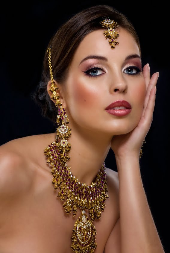 How To Do Bridal Makeup With Pictures : Indian Women Makeup