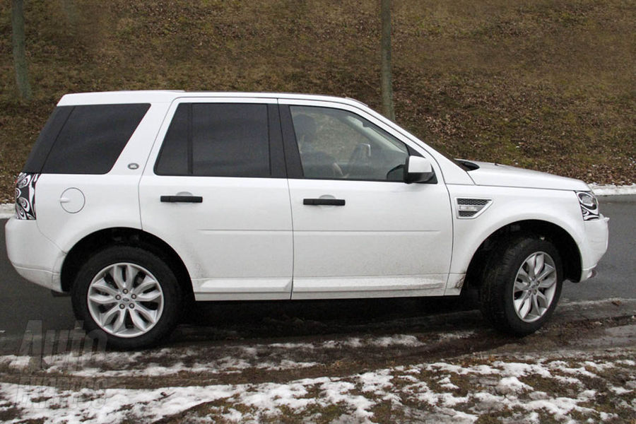 2013 land rover freelander facelift updated first spy for Garage land rover brest