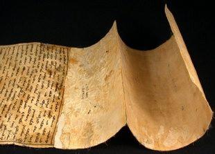 menyelamatkan sebanyak 400 naskah kuno peninggalan kerajaan Melayu