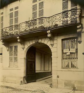 Balcon de l'hôtel de Jassaud quai de Bourbon à Paris, photo de Atget vers 1900