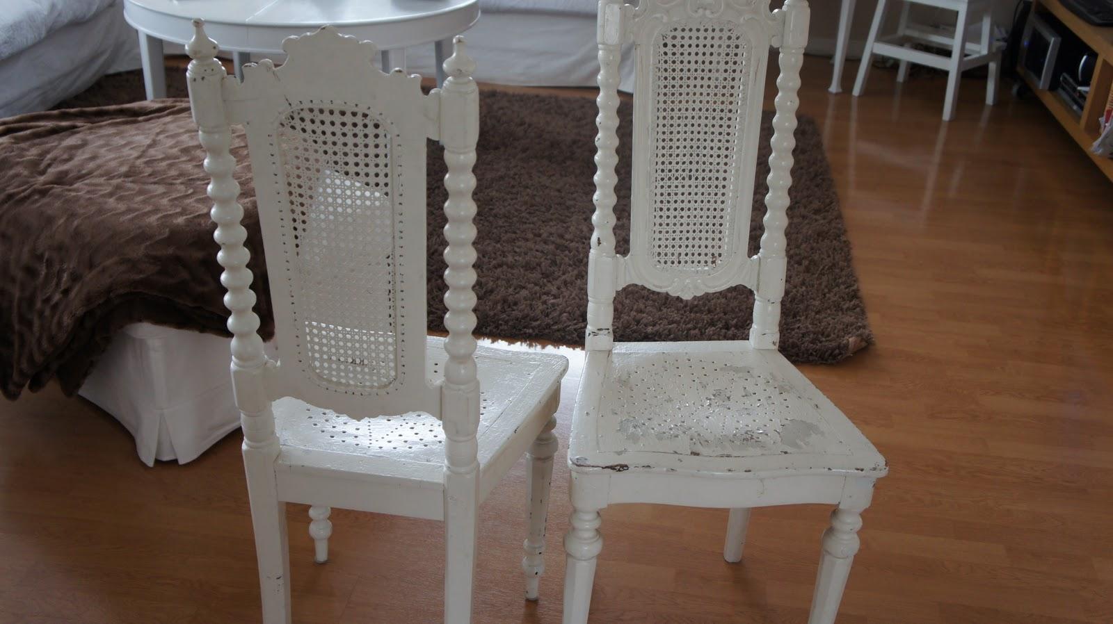 Mormors Vita: Superfina shabby stolar till salu
