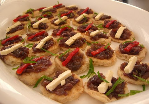 Mini Pizza with Caramelized Onion, Feta Cheese and Roasted Capsicum