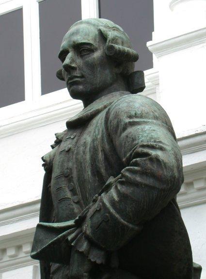 莱特船长铜像