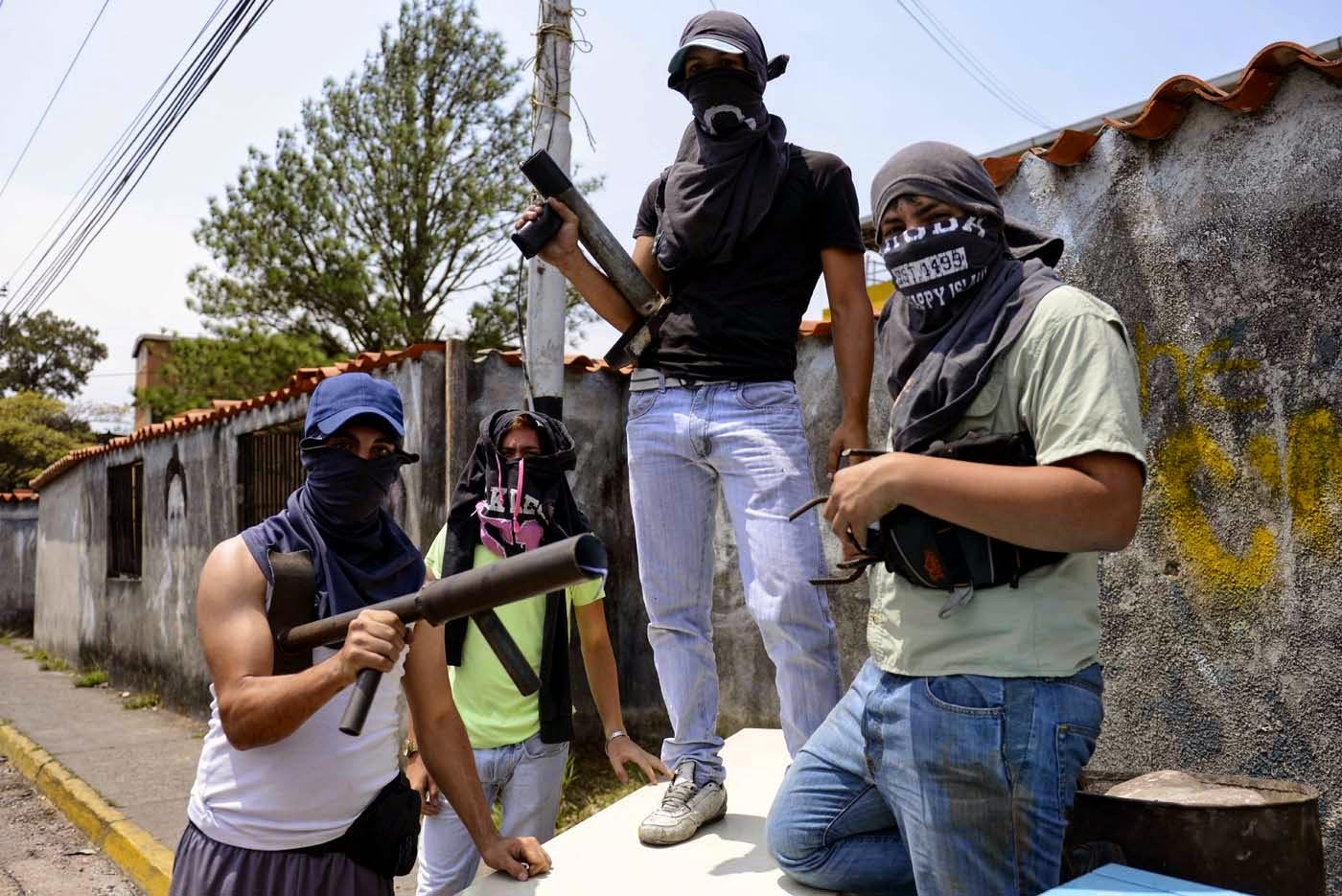 Amaury_gonzalez_vilera_dio_cabezazos_en_sus_puños_represion_evidente