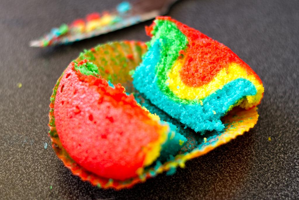 Cupcakes con bizcocho de colores arco iris