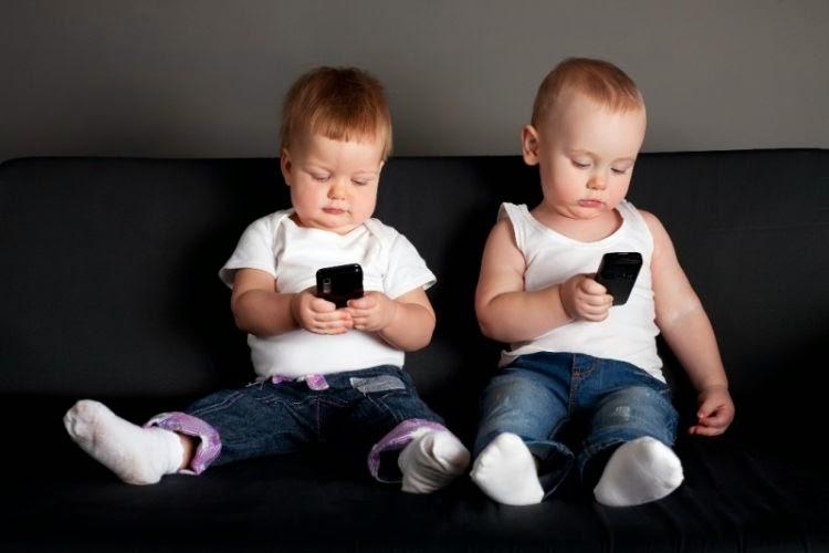 Fakta Mencengangkan, Banyak Bayi Sudah Terbiasa Gunakan Smartphone