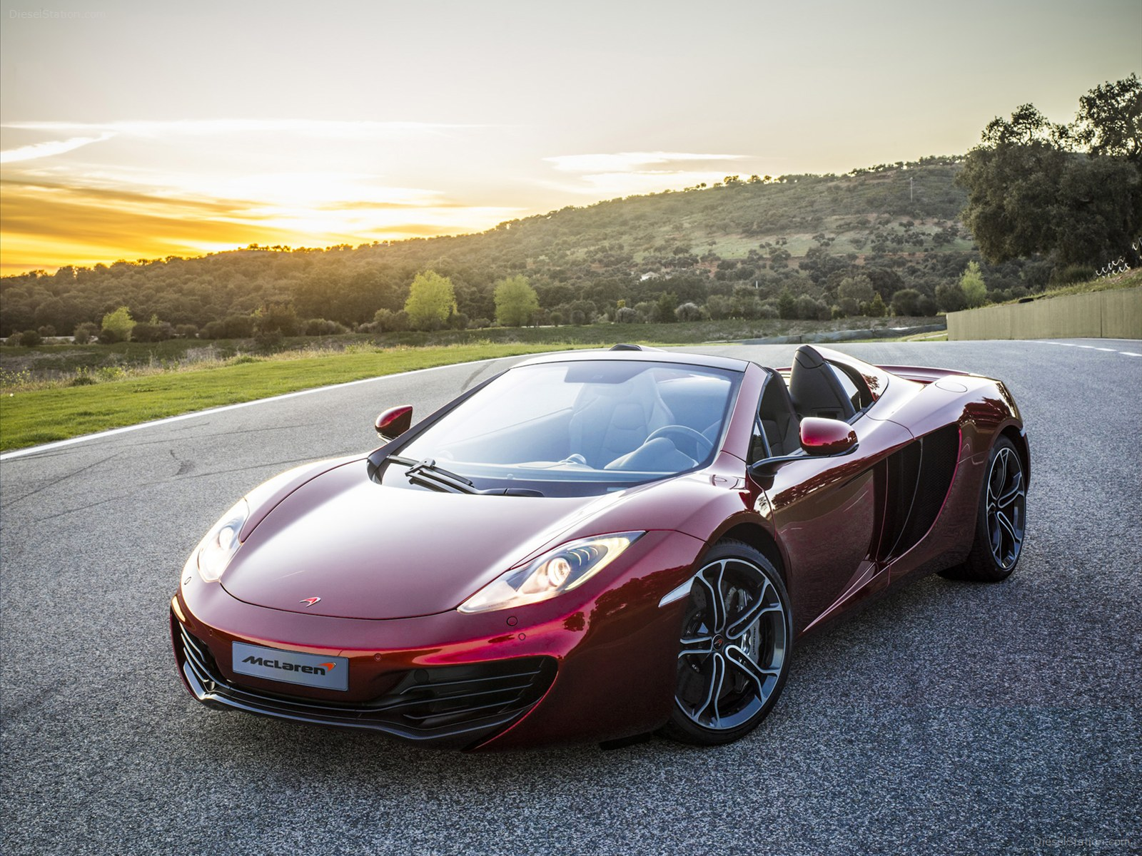 official price of new mclaren 12c spider. Black Bedroom Furniture Sets. Home Design Ideas