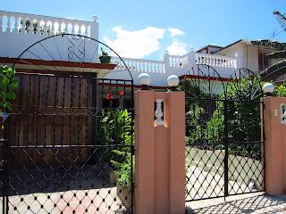 Santiago de Cuba Reparto Vista Alegre gates