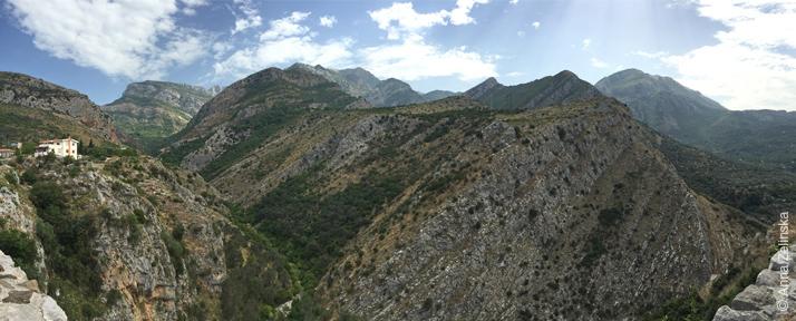 Вид на горы с крепостной стены, Черногория