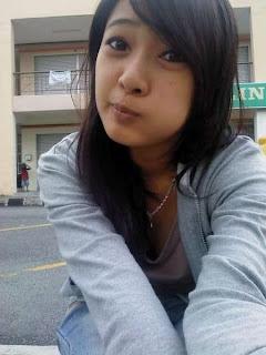 Malay women – Tudung melayu budak KLCC