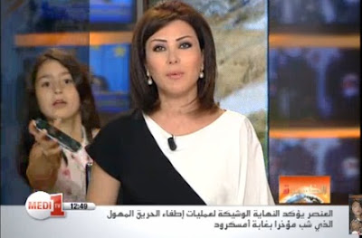 Menina interrompe apresentadora de telejornal