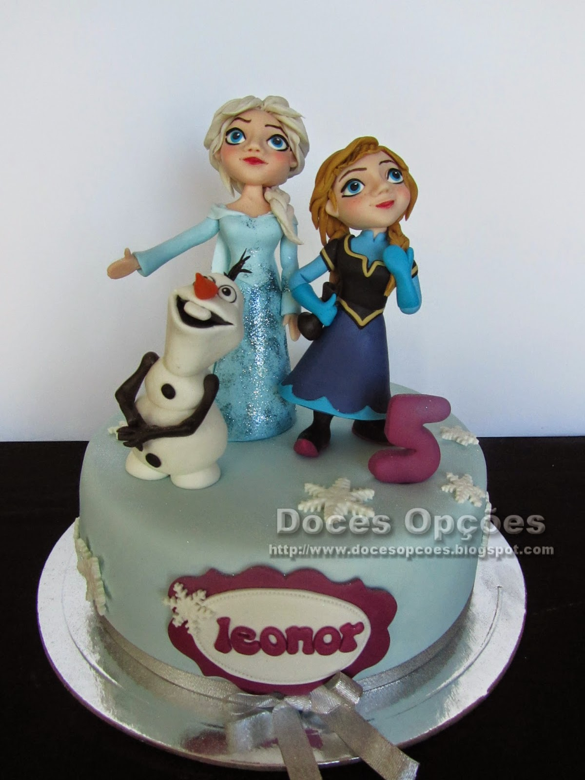A Elsa, a Anna e o Olaf no 5º aniversário da Leonor