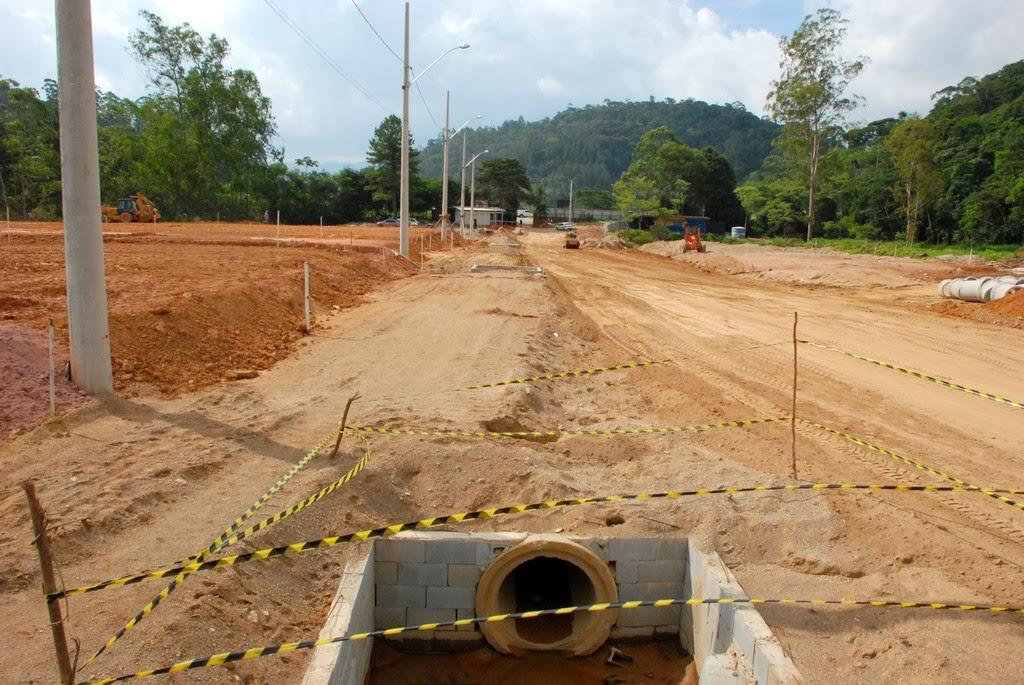 Atualmente, o local já recebeu terraplanagem, rede de drenagem com manilhas de até 2m de diâmetro na rua principal e iluminação com a instalação de 20 postes novos