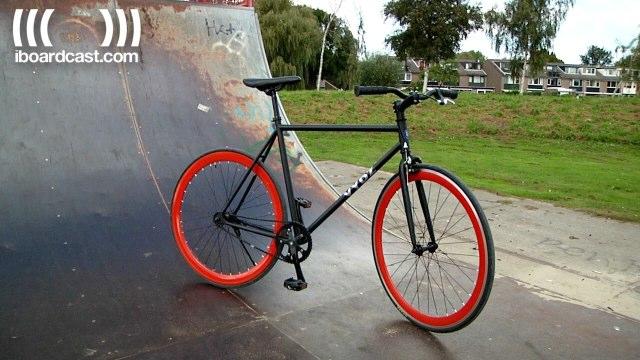 VYDZ is een speelse vertaling van het woord fiets. Wij doen een review van de Black Pearl.