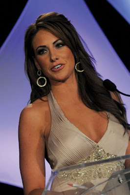 Hot Holly Sonders Golfer