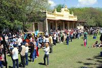 Agran convocatoria de visitantes durante la Fiesta de la Trocha Angosta en Espora.