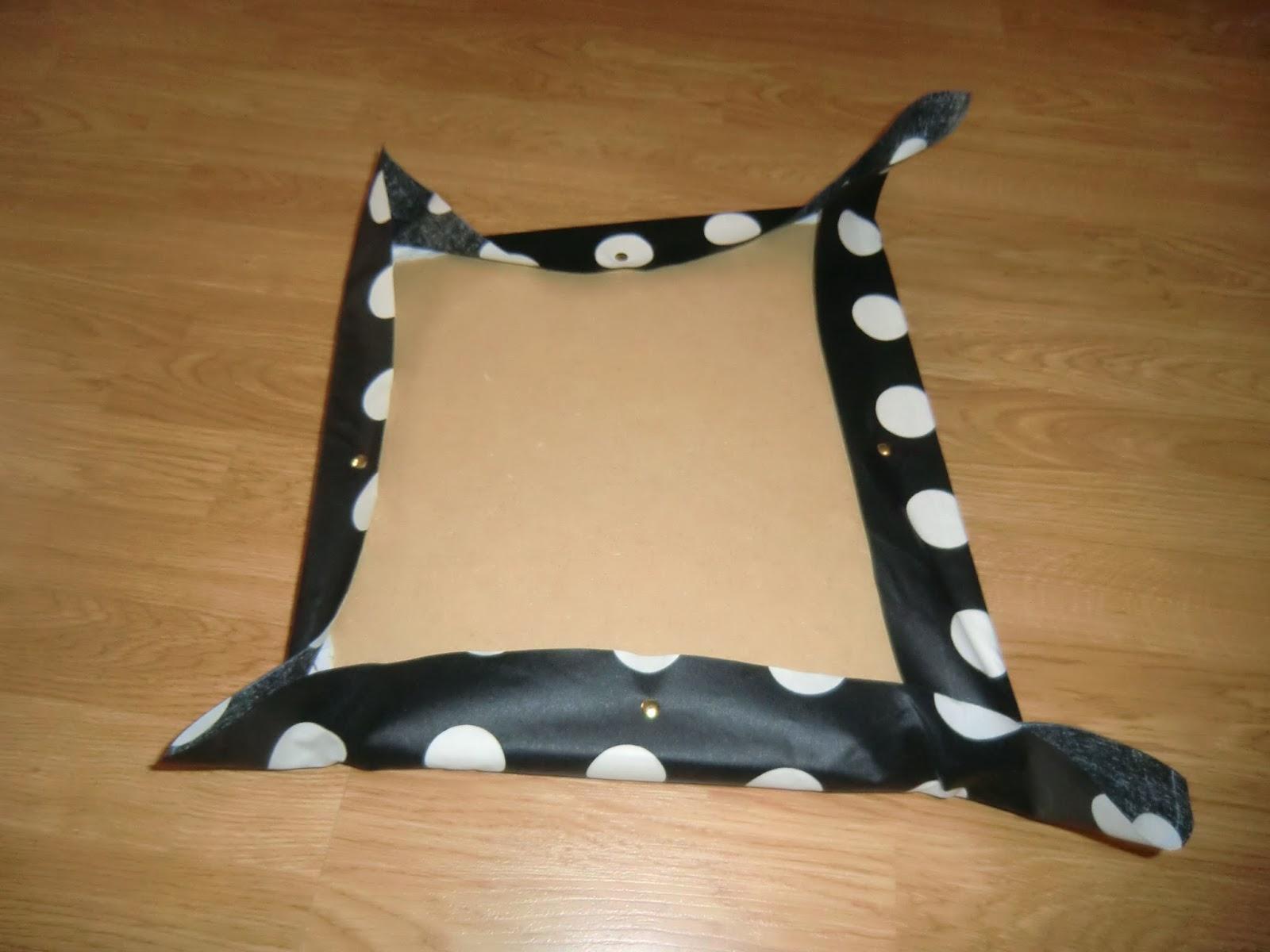 Esmilaweb como tapizar unas sillas de comedor - Chinchetas para tapizar ...