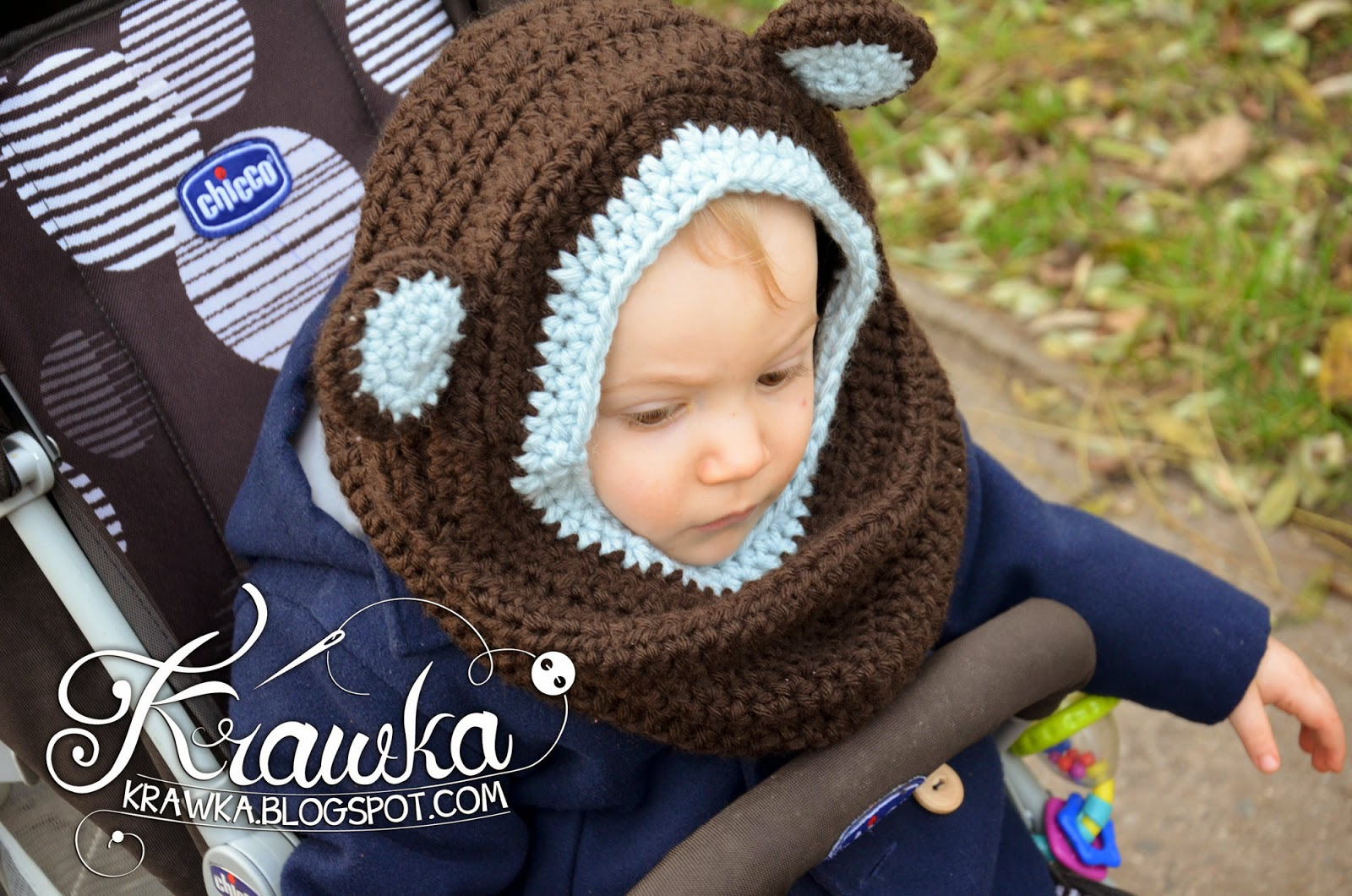 Krawka: Little bear - hooded cowl free crochet pattern. Brown bear with light blue ears, sooo cute and easy to make.
