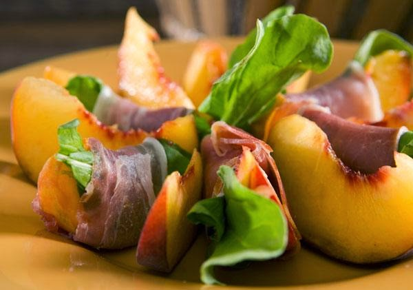 prosciutto,peach and arugula appetizer