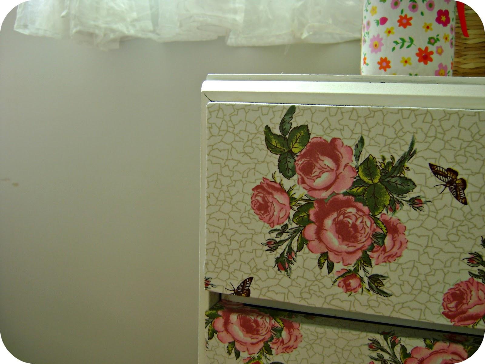 As gavetas da cômoda resolvi encapar com um tecido. Olha como ficou: #763726 1600x1200