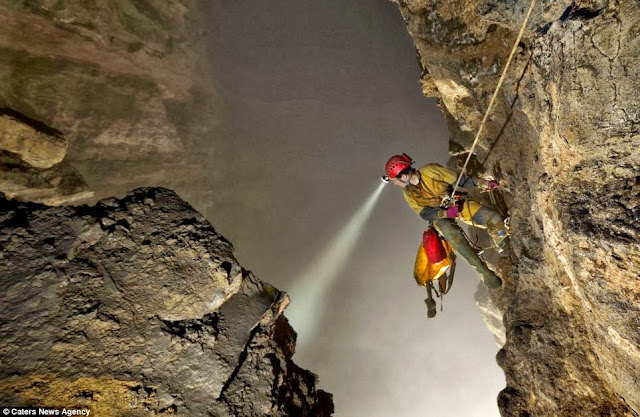 The cave so huge it has its own weather system: Explorers discover a lost world with thick cloud and fogs trapped inside