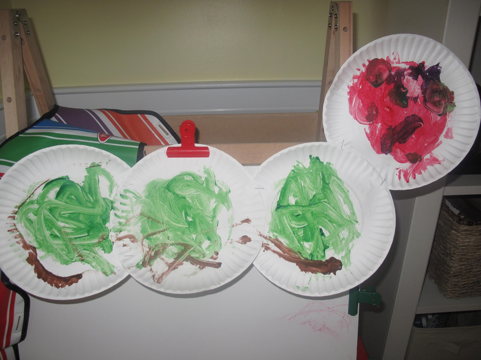 & The Very Hungry Caterpillar Paper Plate Craft - The Chirping Moms