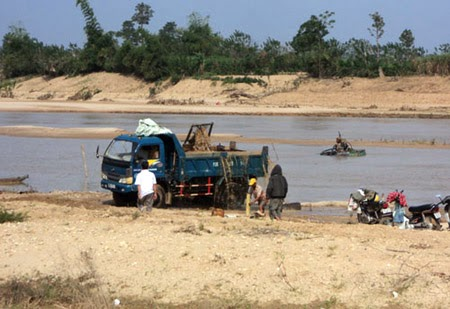 Gia Lai: Bắt quả tang vụ khai thác cát trái phép