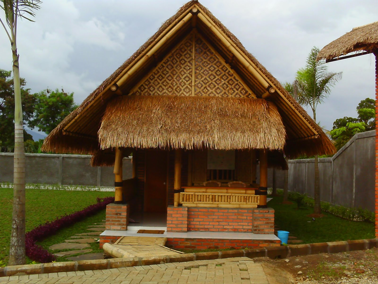 Gtgt5 Bamboo House Design Wallpaper